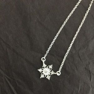 Jewelry - Snowflake necklace silver and cubic zirconia elsa