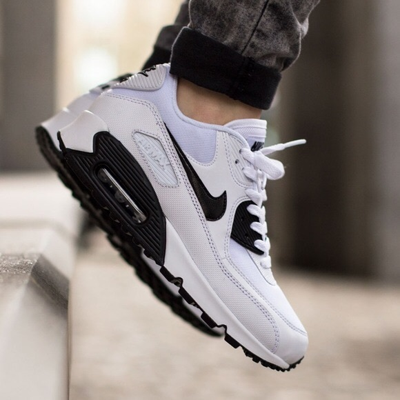 new arrival 22326 82b14 Women s Nike Air Max 90 Essential Running Shoes