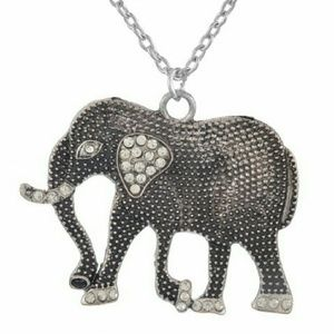 Jewelry - 💖SALE💟Silver/Diamante Elephant Pendant/Necklace