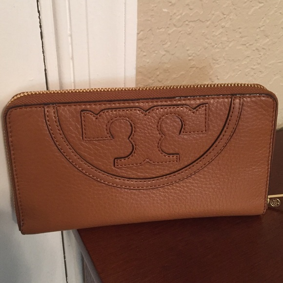 1d56949ee0 Tory Burch Bags | All T Zip Continental Wallet Nwt | Poshmark