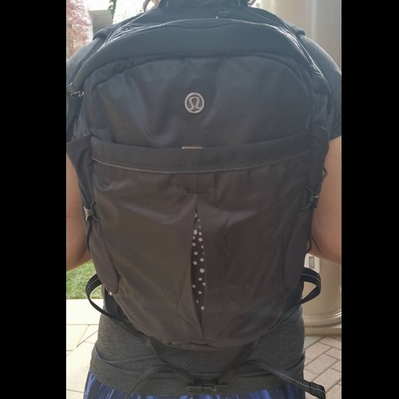50b8421827 Lululemon Run All Day Backpack - Brand New!