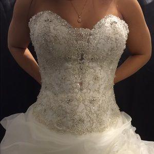 Allure Bridals Dresses & Skirts - Wedding gown. Allure bridals C170 size 6.
