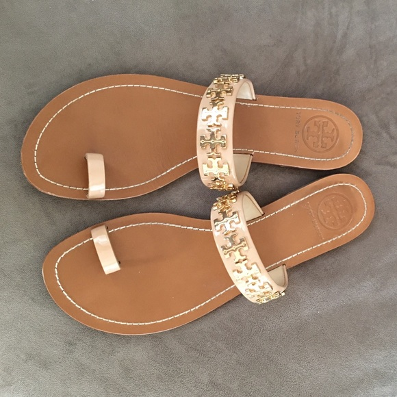 11dca6097ced63 Tory Burch Val Nude Sandals. M 574473d04e95a33d84003832