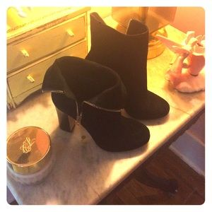 Dee Keller gently worn black suede booties