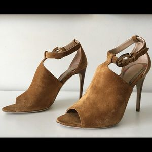BURBERRY LUDDINGTON DERBY CARAMEL LEATHER BOOTIES