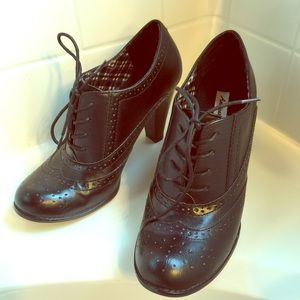 American Eagle by Payless Shoes - Black heeled lace up oxfords