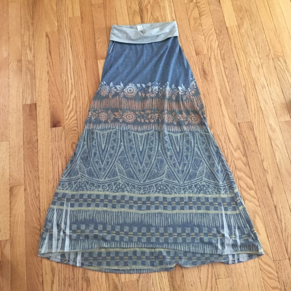 Francesca's Collections Dresses & Skirts - Patterned maxi skirt