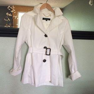 Ellen Tracy Jackets & Blazers - Ellen Tracy white trench coat