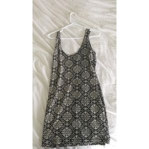 Black and white patterned body com PacSun dress
