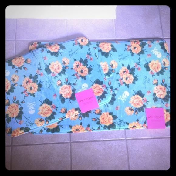 Betsey Johnson Bath Nwt Memory Foam Floral Mat Set