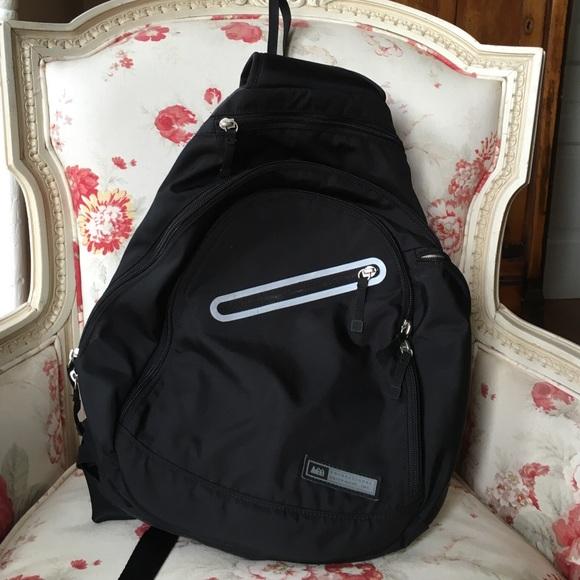 b1ec57be0da Rei sling back padded backpack. M 57463b6d5c12f83f920018a9