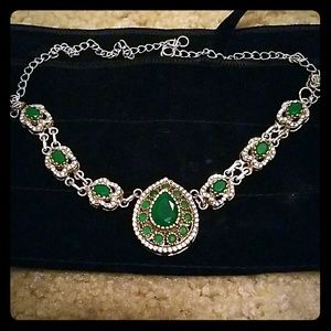 Thirties Vintage emerald and rhinestone necklace
