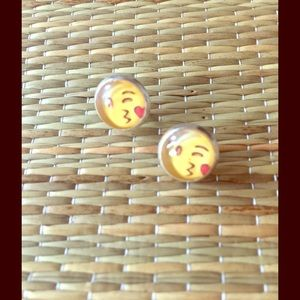 Jewelry - 🆕😘HILARIOUS KISSY EMOJI STUD EARRINGS