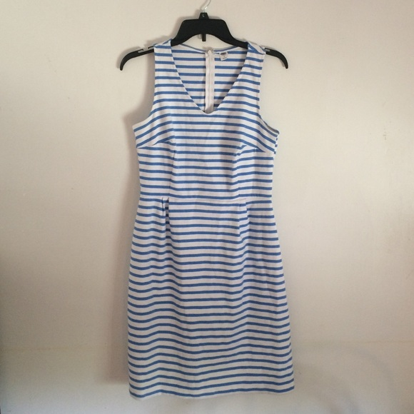 Old Navy blue and white striped dress! Never worn.  M 5746f0abf09282d5e40142ce 78dad4167