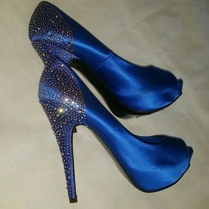 Steve Madden Shoes - Steve Madden Peep Toe Heels