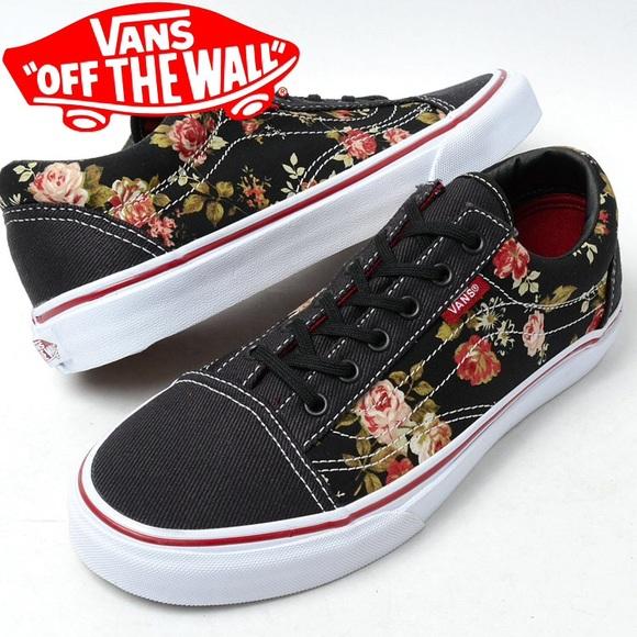 290618df327 Vans old Skool black floral sneaker. M 5747890a6a5830b53b007487