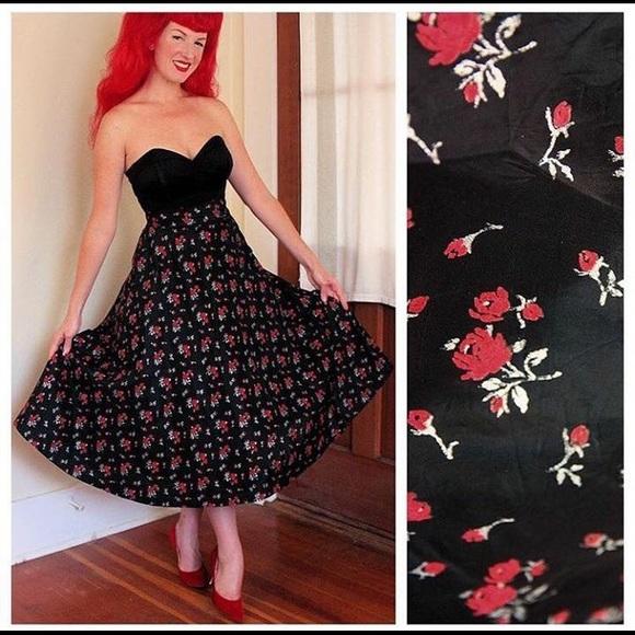 5f7c071e2a061 Vintage 1950s Taffeta Full Circle Skirt 🌹. M_574793d541b4e0a941008624