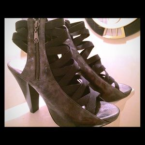 Nicole Miller strappy shoes. New. Size 10.