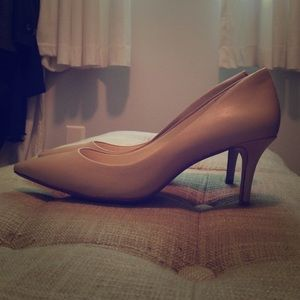 Banana Republic Nude Leather Pumps