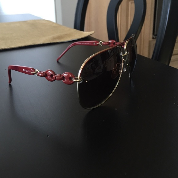4097fb1cb76 Gucci Dark Red Marina Chain Aviator Sunglasses