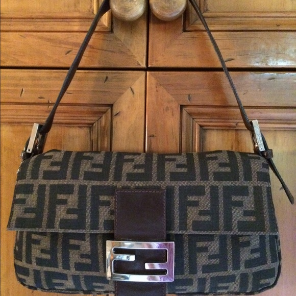 e6279a39e5 ... bags and shoulder 44863 clearance reduced vintage fendi zucca baguette  1f4d7 8dabc ...