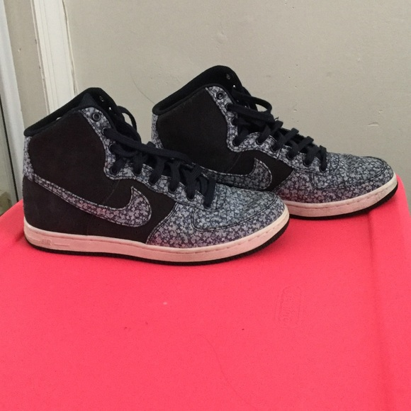premium selection d7414 91a4d Liberty London Nike Air Force one high. M 57487d27620ff76e3800562c