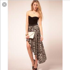 Vero moda Dresses & Skirts - Vero moda printed skirt with asymmetric hem!