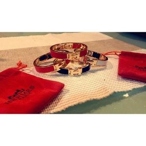 Jewelry - Gold plate H bangles