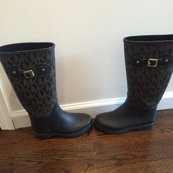 5db756cc6ff18 Michael Kors MK monogram rain boot