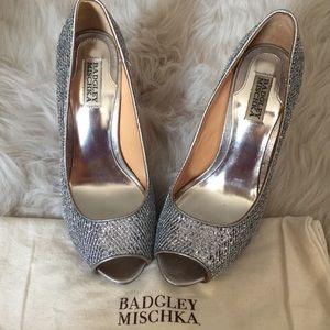 Badgley Mischka Silver Platform Pumps Heels