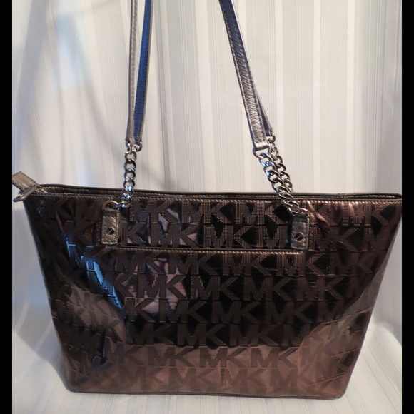3d02406589c0 Michael Kors Metallic Nickel Jet Set Chain Tote. M_575d655ef0137d13e70153ae