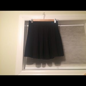 Black elastic skater skirt