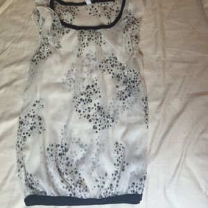 Tops - sleeveless skull pattern top