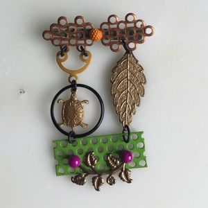 Jewelry - Colorful mixed metals dangling turtle leaf pin!