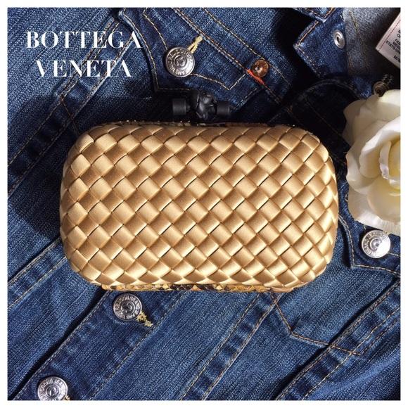6589bfa561 NWT BOTTEGA VENETA METALLIC GOLD SATIN KNOT CLUTCH
