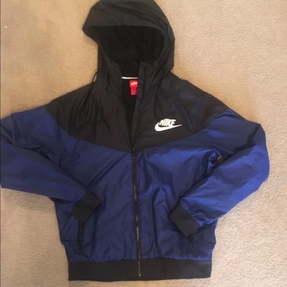0c1aebe357eb Dark + Light Blue Nike Windbreaker Raincoat. M 574a4348713fde0d8f02e52e