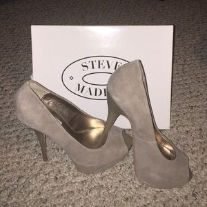 Steve Madden Peep-toe Pumps