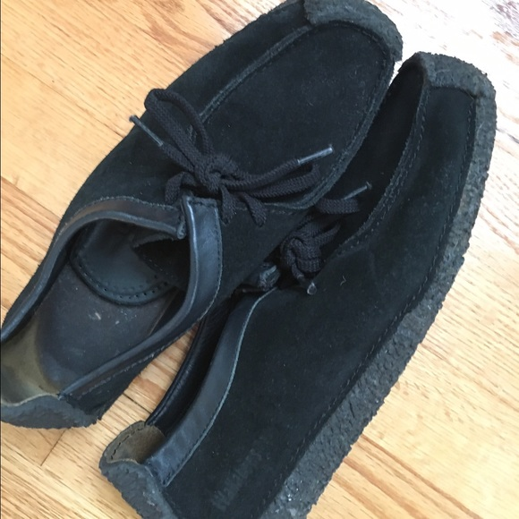 8d29be59 SALE 🎉 Gently used black leather Clarks Wallabees