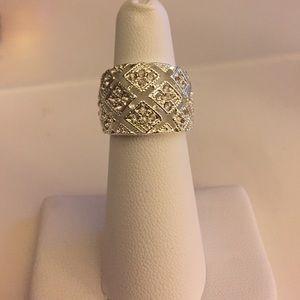 Jewelry - Elegant cubic zirconia silver ring size 5
