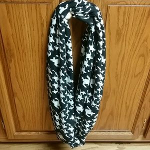 2Chic Accessories - Infinity scarf