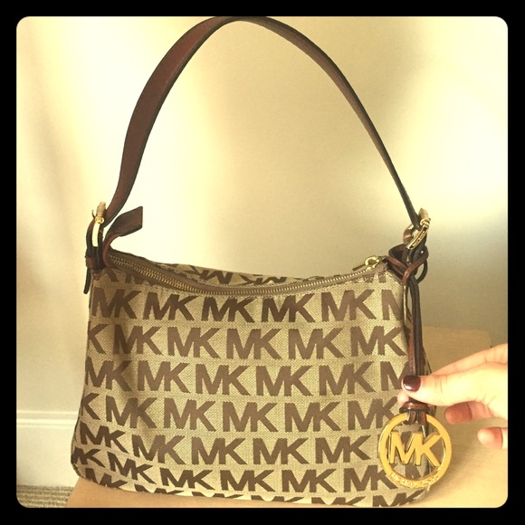 0e33f89e3b89 Authentic Michael Kors tan classic pattern handbag.  M_574b15a54225be9dbe004fd8