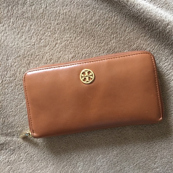 46a4bea6d0b4 ON HOLD Tory Burch ROBINSON ZIP CONTINENTAL WALLET
