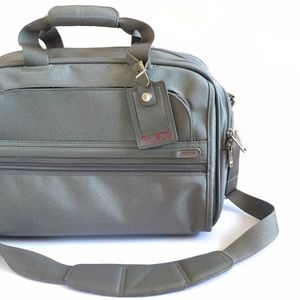 Tumi Handbags - • Tumi • Carryon Lugagge