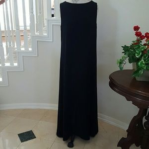 cynthia howie Dresses & Skirts - BUNDLE ONLY Cynthia howie long black maxi dress