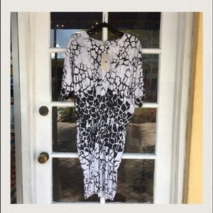 Indikka Dresses & Skirts - NWT Indikka Neiman Marcus Black White Tunic Dress