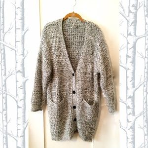 Sweaters - Beautiful Long knit cardigan