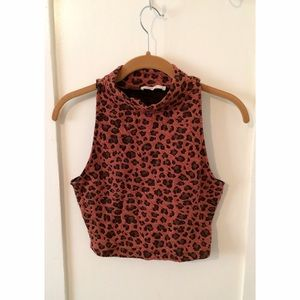 Tops - NWOT Leopard Crop Top🐾