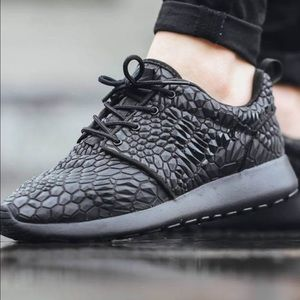 cc7e0a009dfd Nike Shoes - FINALsale ✨Women s Nike Roshe One DMB