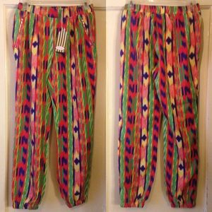 New Women's Brushstroke Joggers Size Small❗️❗️