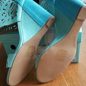 08bff09bbdde Yoki Shoes - ⭐️NIB⭐ Yoki Donya Laser Cutout Wedge Sandal